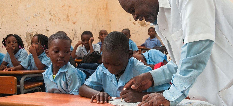 Escola no distrito de Maputo, em Moçambique. Literatura infantil é um dos destaques do dia internacional