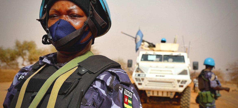 Des Casques bleus de l'ONU en patrouille à Ménaka, dans l'est du Mali, où des groupes terroristes opèrent.