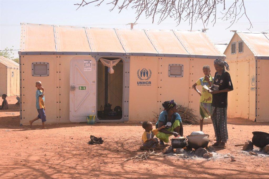 Des familles ayant fui leur maison au Burkina Faso en raison d'affrontements ont trouvé refuge dans un camp à Ouahigouya dans le nord du pays.