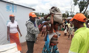 Humanitarian workers provide food rations to refugee at the Lóvua settlement in Angola. (March 2018)