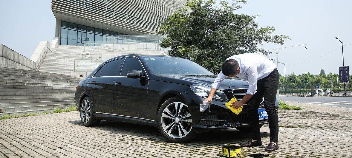 Radiance环保洗车产品使用了全新的二代无水清洁技术