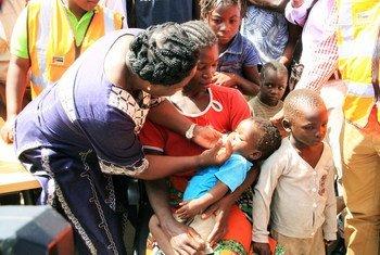 Vacinação contra a côlera na cidade de Beira, em Moçambique, realizada pelo Ministério da Saúde com apoio da Organização Mundial da Saúde