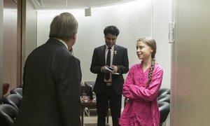 जलवायु शिखर वार्ता के दौरान युवा कार्यकर्ता ग्रेटा थुनबर्ग (दांए), 'समर ऑफ़ सोल्यूशन्स' प्रतिस्पर्धा में विजयी अनुराग साहा रॉय (मध्य) और महासचिव एंतोनियो गुटेरेश.