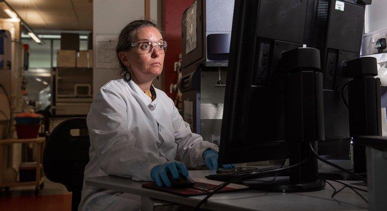 يستمر البحث لتطوير لقاح ضد فيروس كورونا في معهد جينر بجامعة أكسفورد.