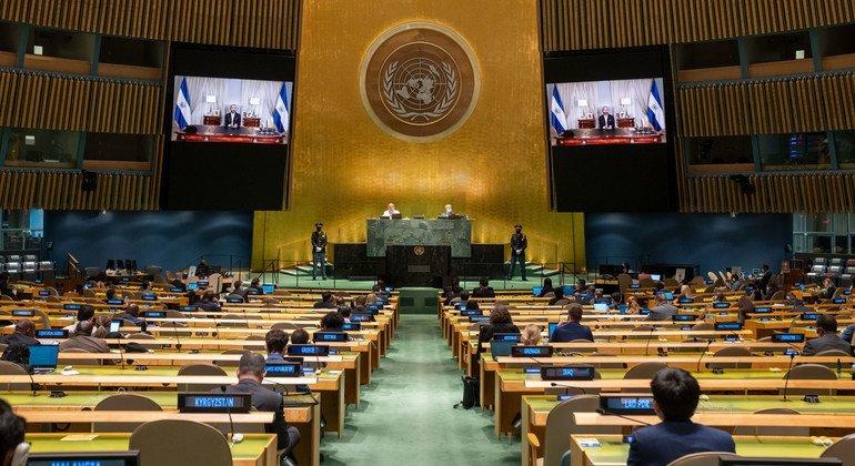 El presidente de El Salvador, Armando Bukele (en la pantalla) interviene durante el debate del 76 periodo de sesiones de la Asamblea General de la ONU.