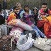 لاجئون فنزويليون ينتظرون عبور الحدود للدخول من كولومبيا إلى الإكوادور.