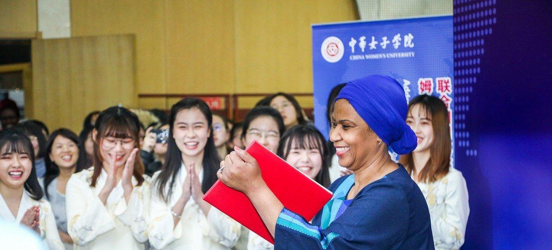 联合国妇女署执行主任努卡来到中国校园