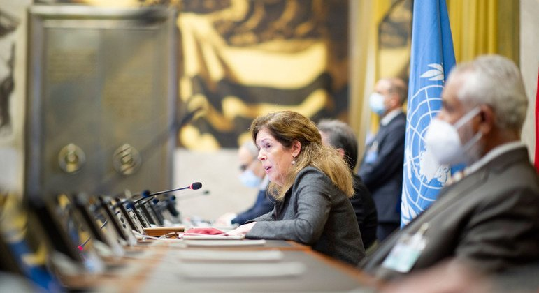 Acting Special Representative of the Secretary-General Stephanie Williams signs an Agreement for a Complete and Permanent Ceasefire in Libya at the fourth round of the 5+5 Libyan Joint Military Commission, in Geneva.