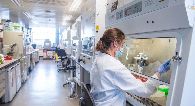 La pandemia de COVID-19 atraviesa un momento peligroso, las vacunas por sí solas no la detendrán