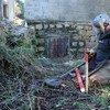 工作人员正在黎巴嫩进行地雷清除工作。