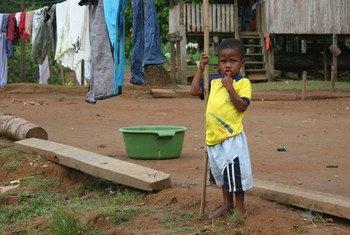 Un enfant à Cayapas, en Equateur, une région où la majorité de la population est d'origine africaine.