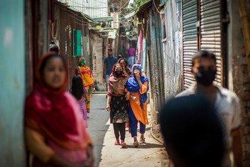 الأمم المتحدة في بنغلاديش تعطي الأولوية لتوفير خدمات لضحايا العنف القائم على الجنس في المجتمعات المتضررة من كوفيد-19.
