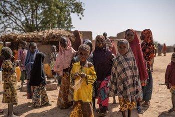 Refugee children fetch water in the Maradi region of Niger.