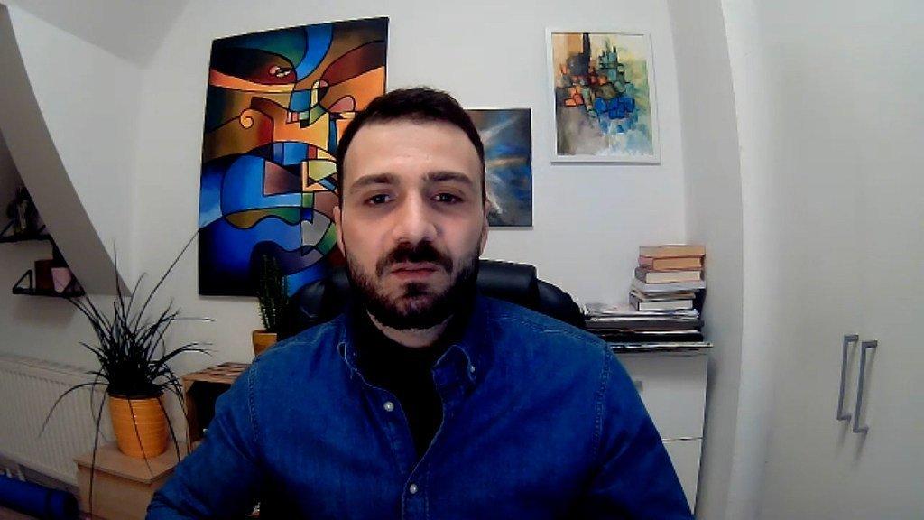 الصحفي السوري مصطفى الدبّاس