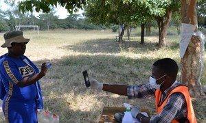 Uthibitisho wa kitambulisho wilayani Shamvu. Picha: WFP / Tatenda Macheka