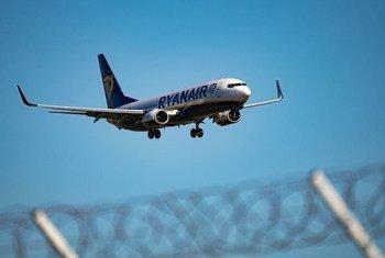 联合国秘书长今天对瑞安航空一架客机降落白俄罗斯,以及机上一名记者遭拘留事件表示关切。