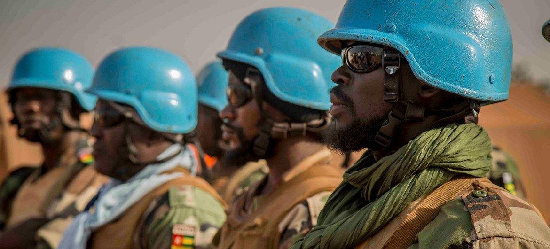 قوات حفظ السلام مع بعثة الأمم المتحدة في مالي (مينوسما) خلال دورية في كونو.