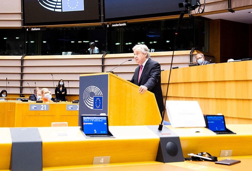 Le Secrétaire général de l'ONU, António Guterres, prononce un discours devant le Parlement européen à Bruxelles.