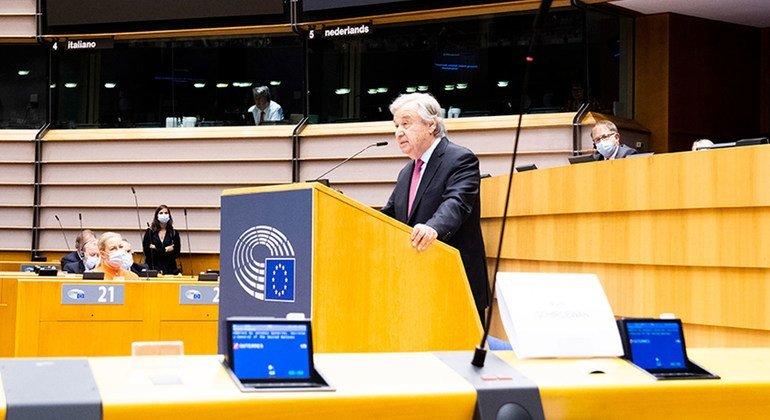 الأمين العام للأمم المتحدة أنطونيو غوتيريش يلقي كلمة في الجلسة العامة للبرلمان الأوروبي في بروكسل.
