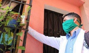 في  فنزويلا، وفي جميع أرجاء العالم، يظل القناع هو الوسيلة الأكثر أهمية للحماية ضد كوفيد-19، إلى أن يتم تطوير لقاح.