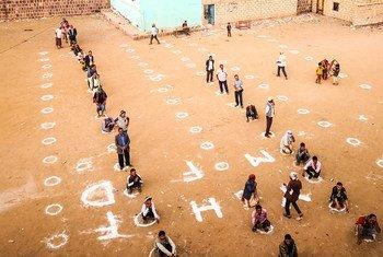 Escola do Iêmen que adota o distanciamento social para evitar contaminação pelo coronavírus.