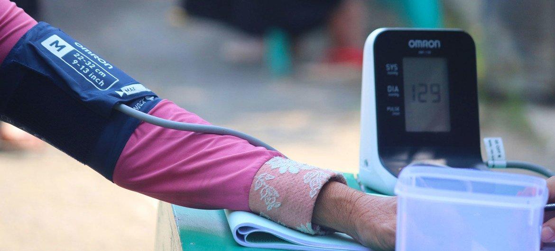 В ВОЗ подчеркивают, что гипертонию очень легко диагностировать: достаточно просто регулярно измерять давление.