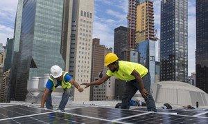 在印度政府的资助下,联合国纽约总部的会议大楼安装了太阳能电池板。