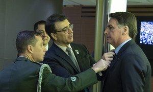 Rais Jair Messias Bolsonaro wa Brazil, kabla ya kuingia kwenye ukumbi wa Baraza Kuu la UN kuhutubia.