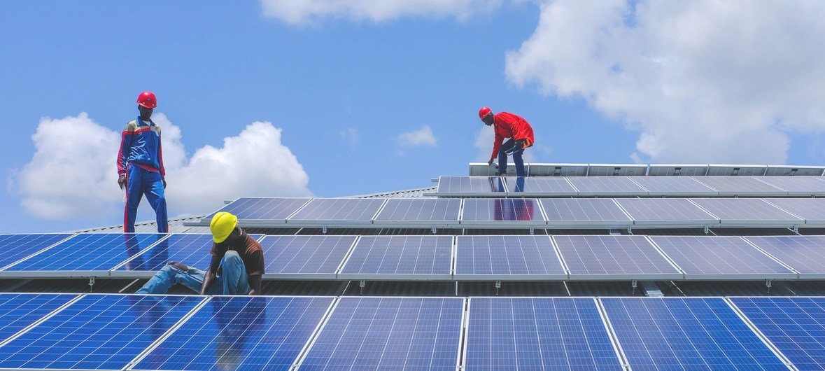 As part of a UNDP-led green renovation project, technicians install solar panels at a police academy in Rajaf, South Sudan. (21 August 2018)