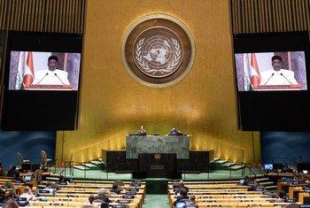 Le Président du Niger, Mahamadou Issoufou (sur l'écran), s'exprime devant l'Assemblée générale des Nations Unies.