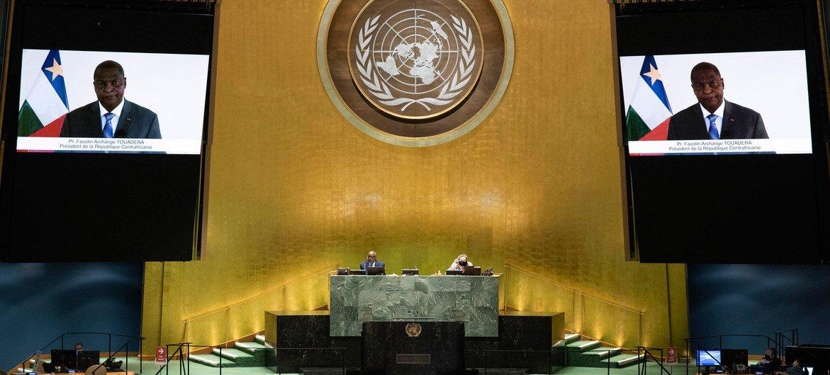 فوستين-أرشانج تواديرا رئيس جمهورية أفريقيا الوسطى أمام الجمعية العامة للأمم المتحدة