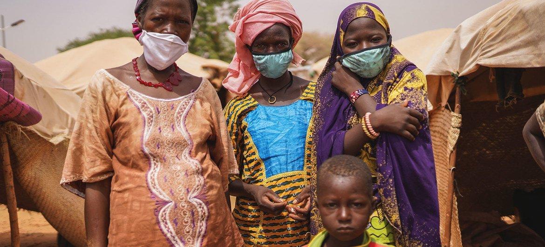 在尼日尔,非政府武装组织针对平民的袭击和军事行动正在加剧,为防控新冠疫情而采取的边境关闭和行动限制措施使得特定群体在袭击面前显得尤其脆弱。