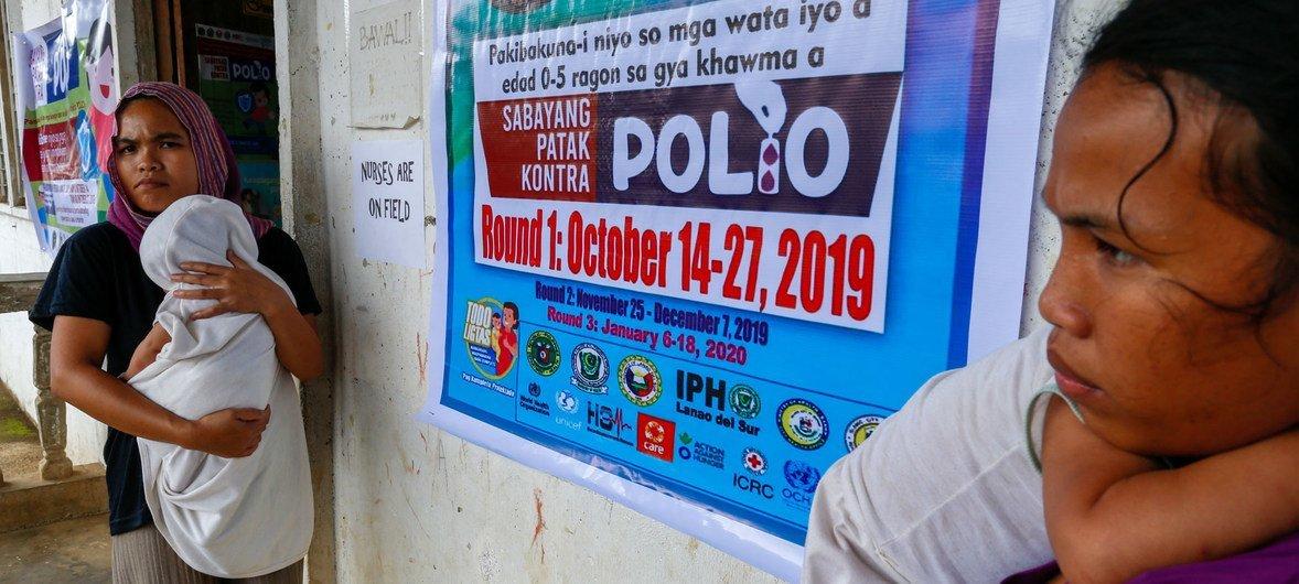 Campaña de vacunación contra la polio en la localidad filipina de Lumbayanague.