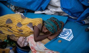 一名埃塞俄比亚难民在苏丹哈姆代特的一处接待中心内休息。
