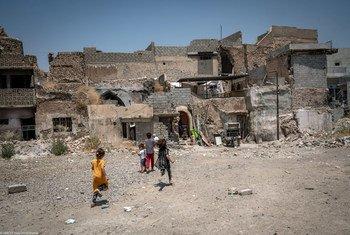 इराक़ के मोसूल में तबाही के बाद स्कूलों व अस्पतालों के पुनर्निर्माण में यूनीसेफ़ और उसके साझीदार संगठन मिलकर काम कर रहे हैं.
