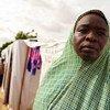 Mwanamke akiwa amesimama katika kambi ya wakimbizi wa ndani Maiduguri, jimbo la Borno, NIgeria.
