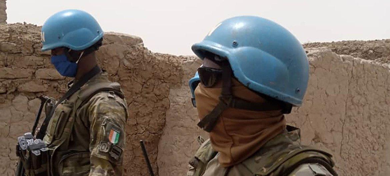 माली में संयुक्त राष्ट्र मिशन, इवोरियन दल से मिनुस्मा तक शांति रक्षक, क्षेत्र में गश्त करते हैं