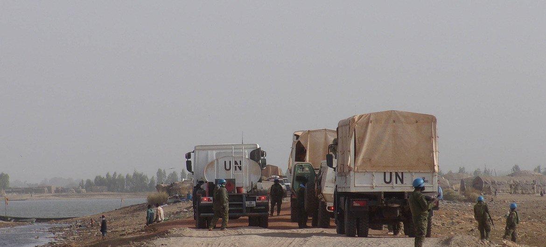 Des casques bleus du contingent ivoirien de la MINUSMA, au Mali, en patrouille.