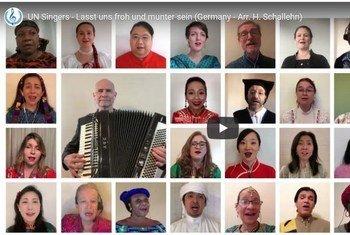 La Chorale des Nations Unies a été fondée en 1947. Ces chanteurs sont désignés par les Nations unies comme ambassadeurs officieux de bonne volonté et transmettent un message de paix et de tolérance et une célébration des autres cultures et religions par la musique.