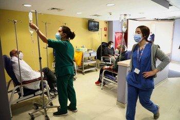 البنك الدولي يدعم توزيع اللقاحات ضد كوفيد-19 في لبنان.
