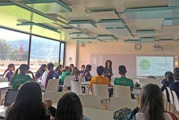 Des élèves dans une salle de classe en Colombie