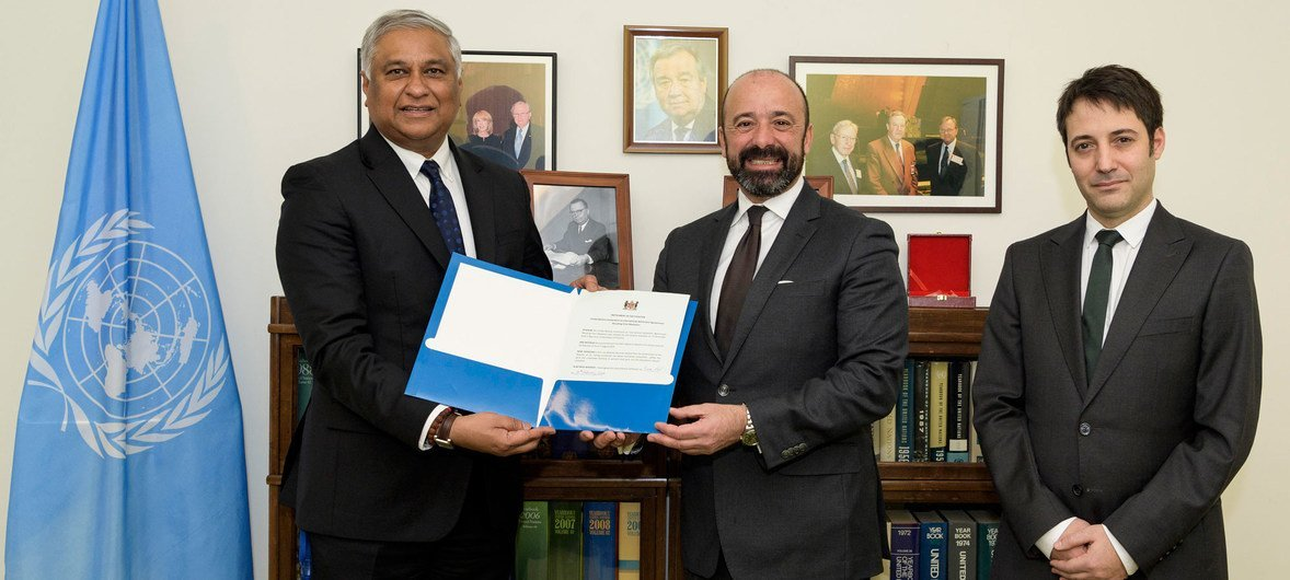 Ambassador Satyendra Prasad (left) of Fiji presents instruments of ratification to UN Legal Counsel Miguel de Serpa Soares. At right is David Nanopoulos of the Office of Legal Affairs.