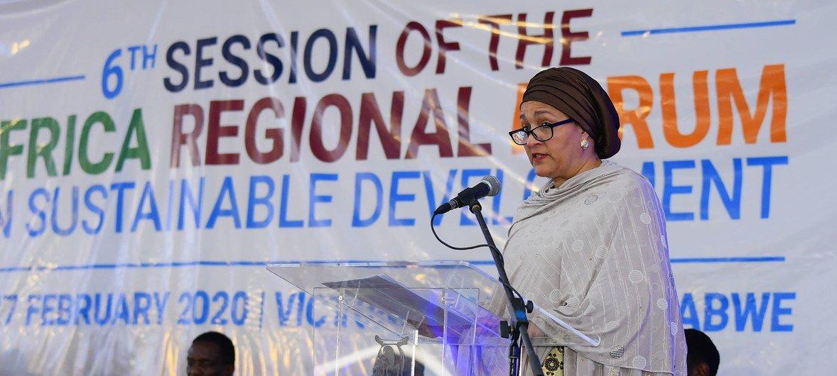 La Vice-Secrétaire générale de l'ONU, Amina Mohammed, s'exprime à l'ouverture du 6e Forum régional africain sur le développement durable au Zimbabwe.