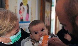 Девятимесячный житель Сирии получает лечение в одной из клиник.