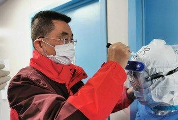 O médico Xiang Lu foi vice-diretor da missão médica de Jiang Su em Huang Sim.