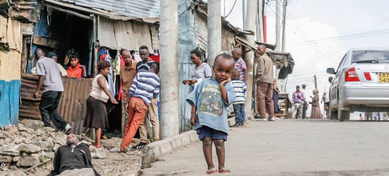肯尼亚首都内罗毕的马塞里(Mathare)贫民窟,2016年。