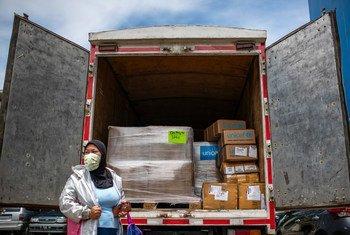 इंडोनेशिया में स्वास्थ्यकर्मियों की मदद के लिए यूनीसेफ़ ने जकार्ता में मेडिकल सामग्री भेजी है.