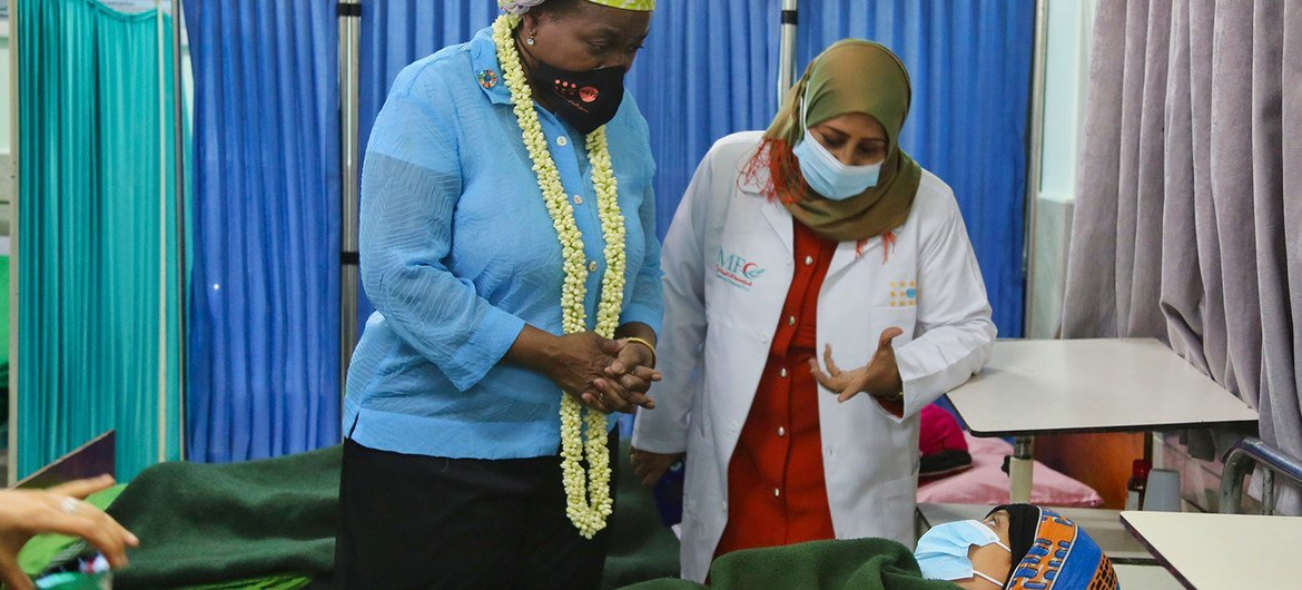 The UNFPA Executive Director Dr. Natalia Kanem (left) talks to a patient at the Al Shaab Hospital in Crater, in Yemen.