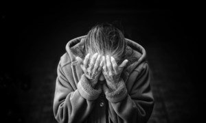 Un número cada vez mayor de personas mayores sufren de la adicción a las drogas.