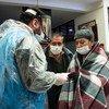 Durante la pandemia de COVID-19, el Programa Mundial de Alimentos (PMA) distribuye tarjetas de dinero electrónico a 1500 familias en las ciudades de El Alto y La Paz, en Bolivia.